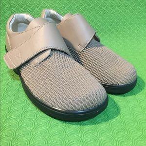 Propet Women's 7.5 WPRX25 Comfort Oxford shoes